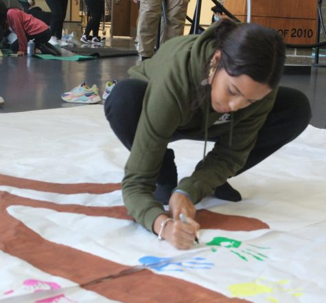 During the Falcon Time Diversity Club meeting Oct. 15, senior Kiara Esquilin paints a sign. The club planned to host the schools first-ever Diversity Week Oct. 18-22.